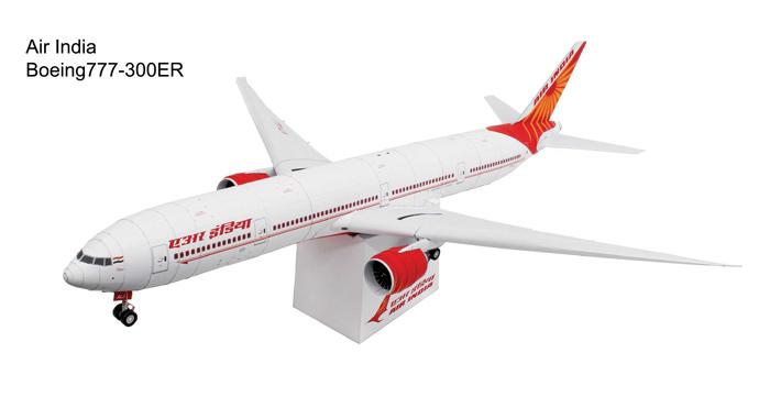 Боинг 777, модель из бумаги, музей на столе