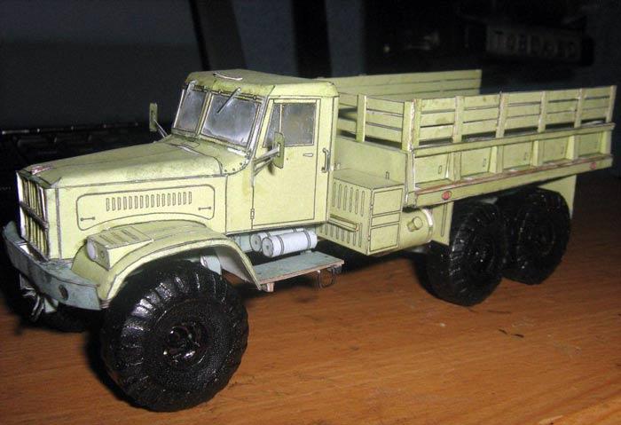 КРАЗ 255, модель из бумаги, музей на столе