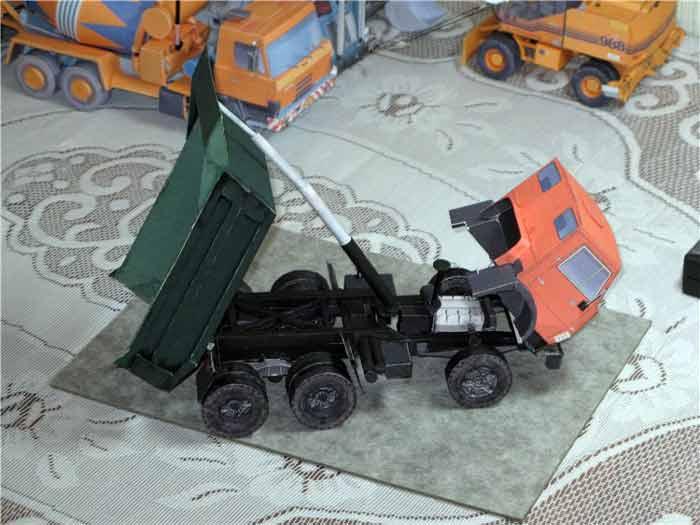 Камаз 551, модель из бумаги, музей на столе