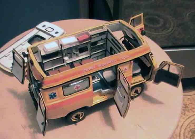 УАЗ Батон и другие, модель из бумаги, музей на столе