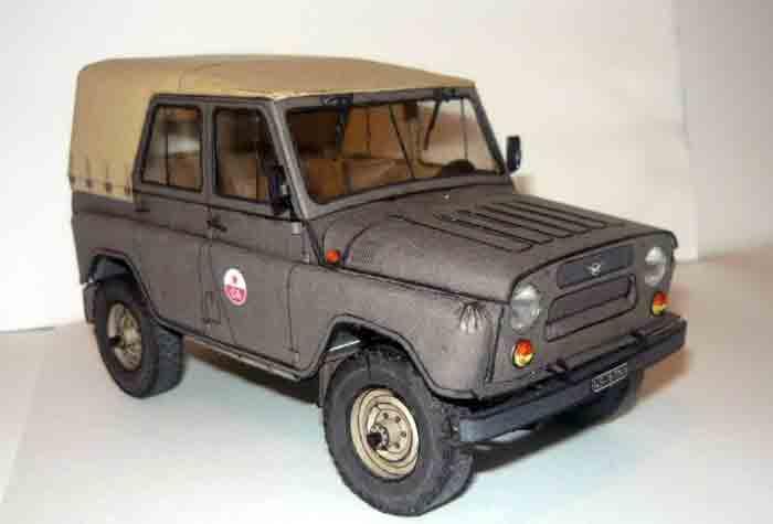 УАЗ 35512, модель из бумаги, музей на столе