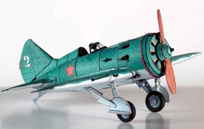 Легендарный И-16, музей на столе, модель из бумаги