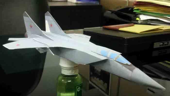 МИГ-31, модель из бумаги, музей на столе