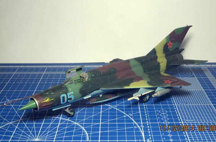 Самолёт Миг - 21, модель из бумаги, музей на столе