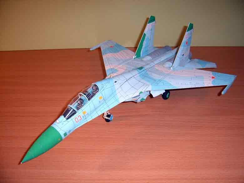 СУ-27, самолёт из бумаги, музей на столе