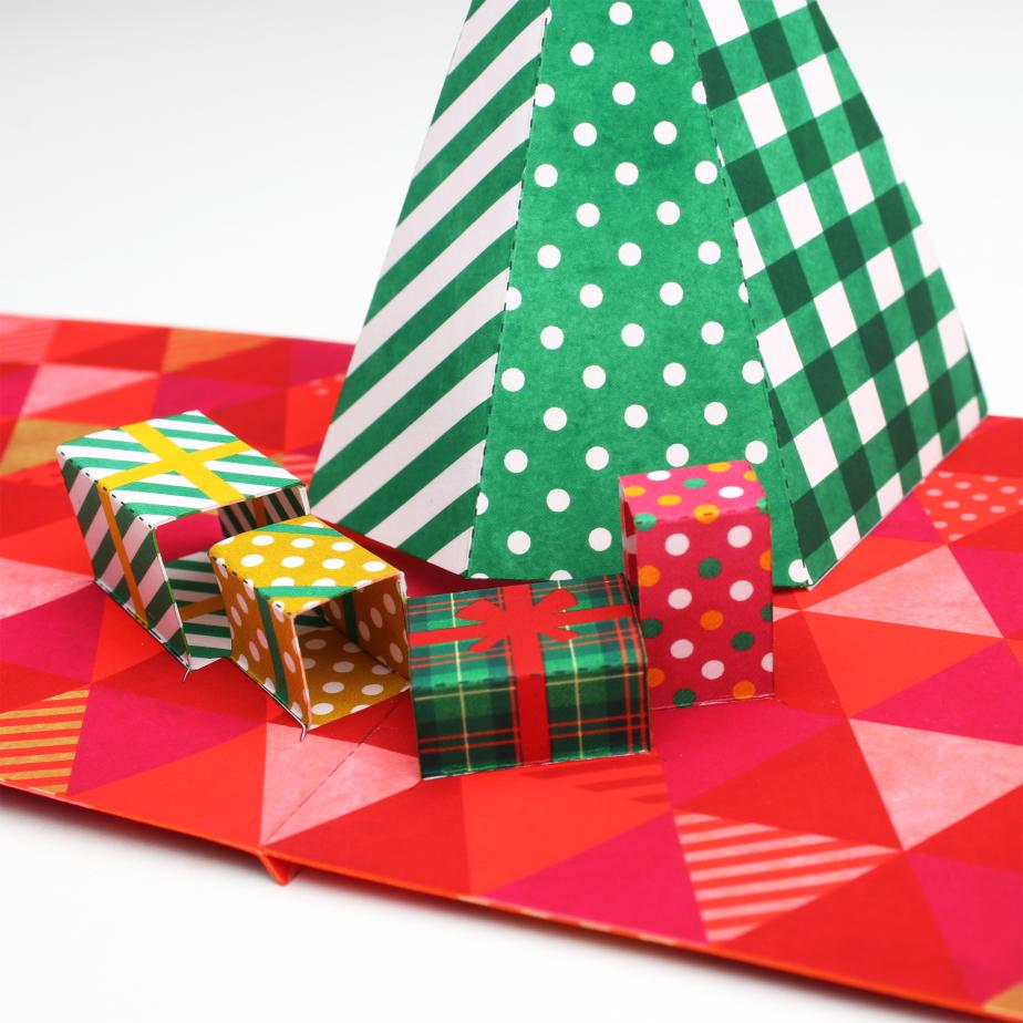 Объёмная новогодняя открытка с ёлкой своими руками из бумаги
