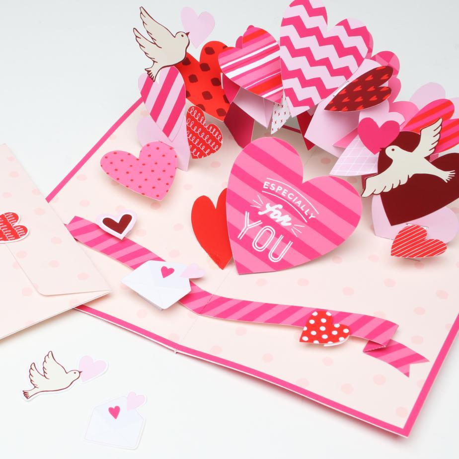Объёмная открытка День Влюблённых из бумаги