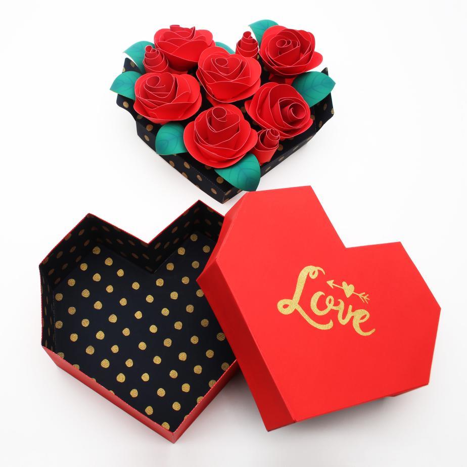 Розы в шкатулке из бумаги на день влюблённых