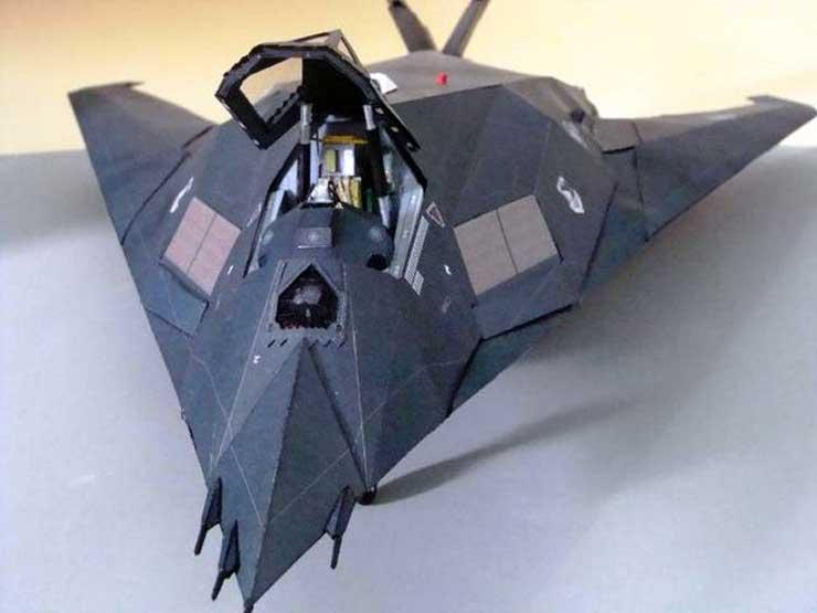 Самолёт F-117, музей на столе. модель из бумаги