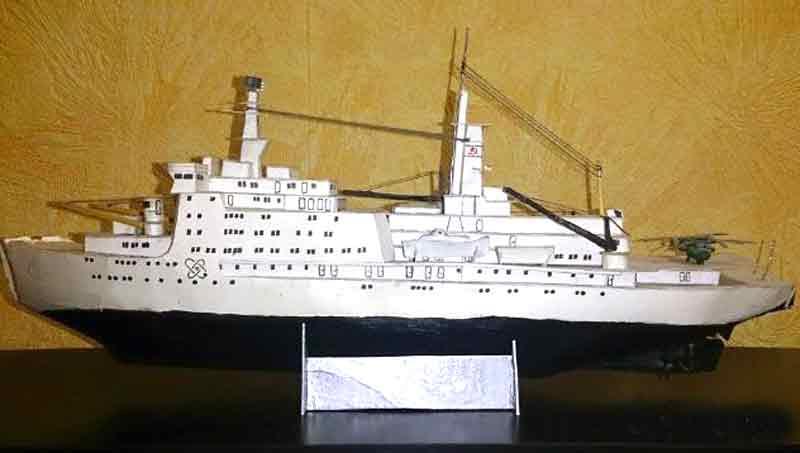 Ледокол Микоян, модель из бумаги, музей на столе