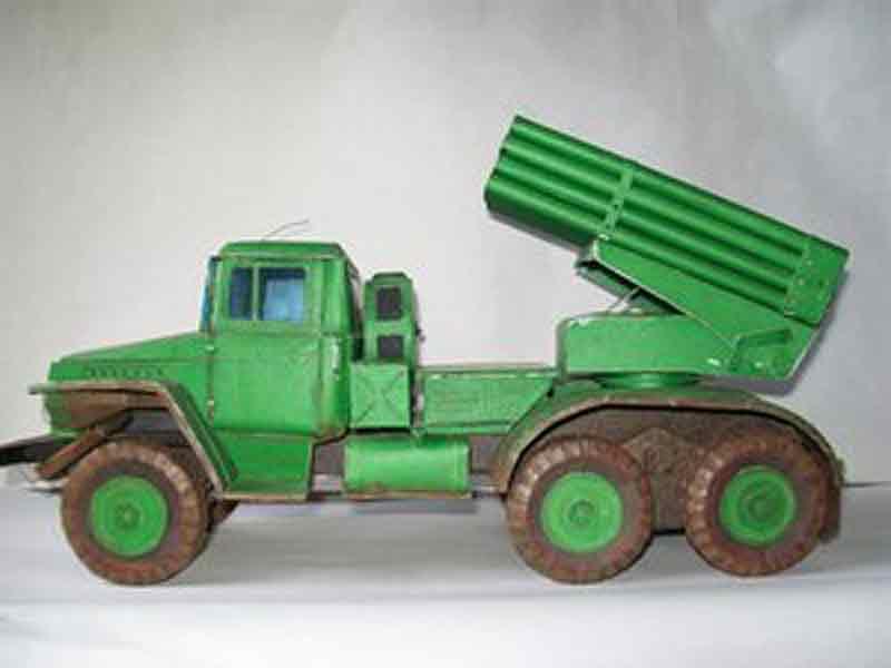 БОЕВАЯ МАШИНА БМ-21, модель из бумаги, музей на столе