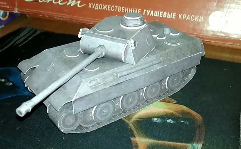 Танк Т4, модель из бумаги, музей на столе