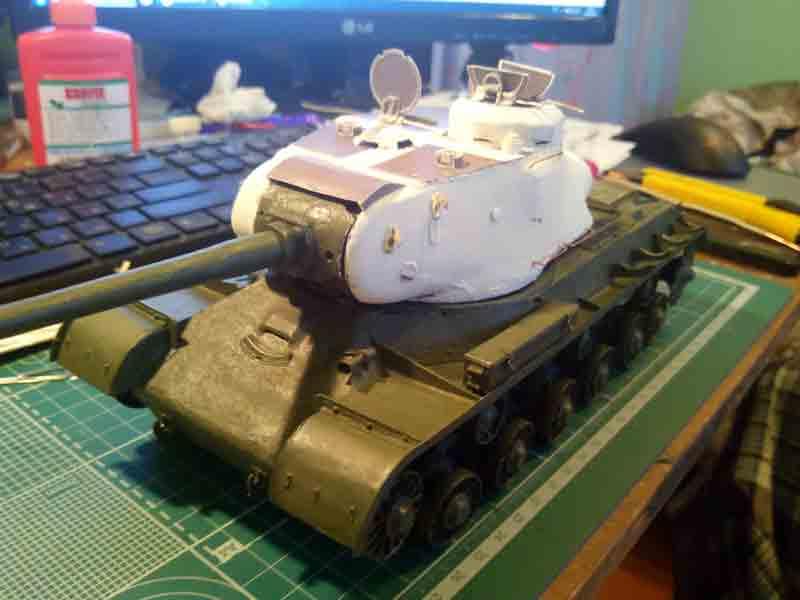 Танк ИС-2, музей на столе, модель из бумаги