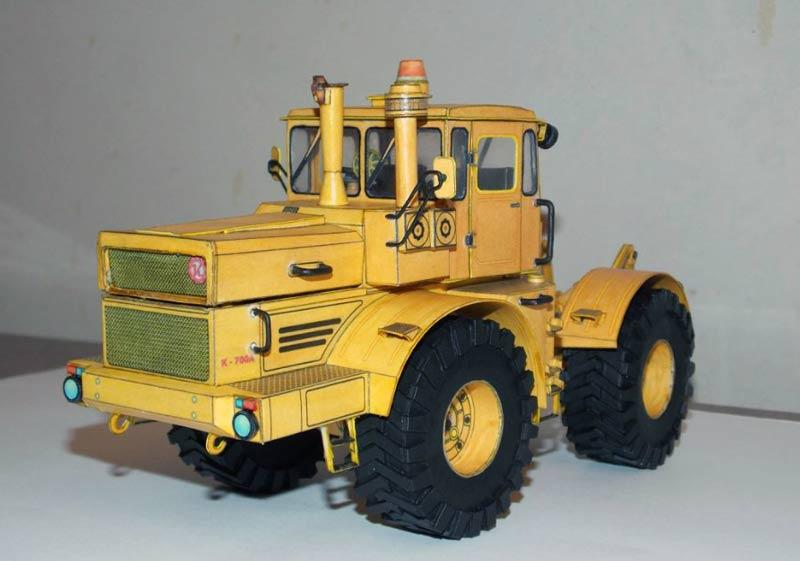 Трактор Кировец К-700, Кировец К-710, модель из бумаги, музей на столе