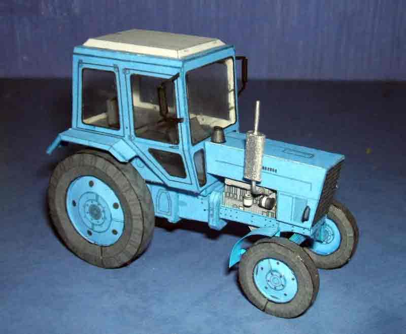 Трактор Беларусь, модель из бумаги, музей на столе