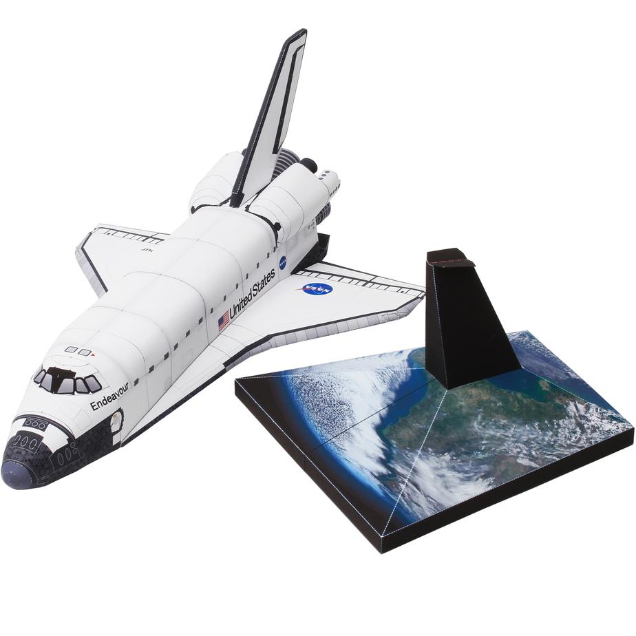 Орбитальная станция космического корабля: реалистичная версия, из бумаги, музей на столе