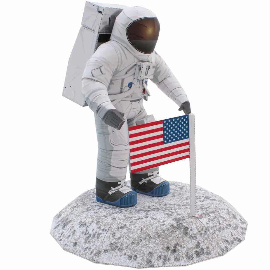 Скафандры NASA, модель из бумаги, музей на столе