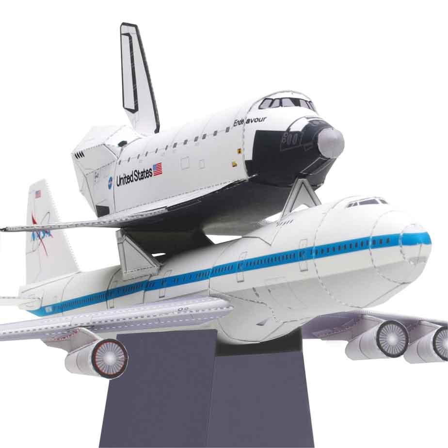 Самолет для транспортировки космических кораблей