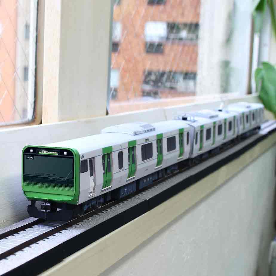 Электропоезд E235 Линия Яманотэ, модель из бумаги, музей на столе