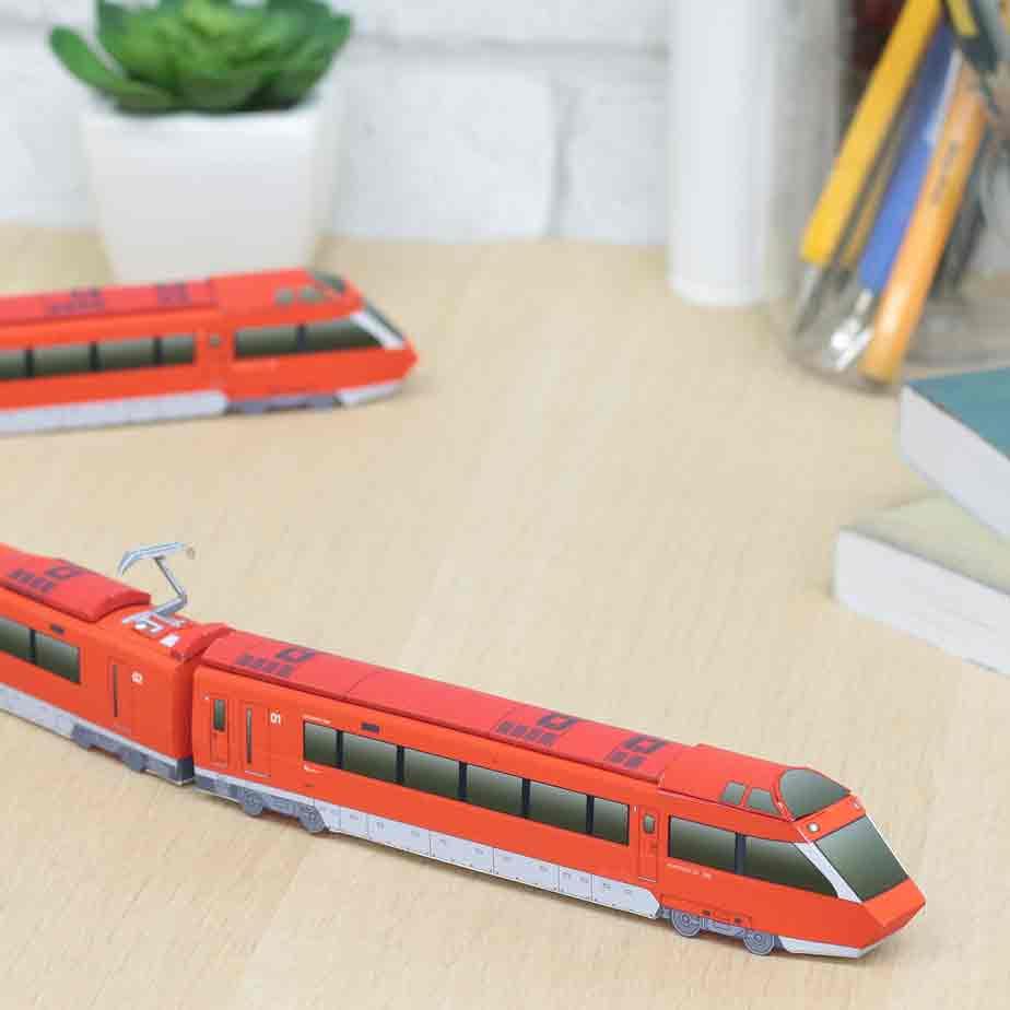 Поезд Odakyu Romancecar GSE, модель из бумаги, музей на столе