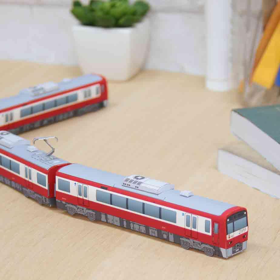 Поезд Keikyu серии 2100, модель из бумаги, музей на столе