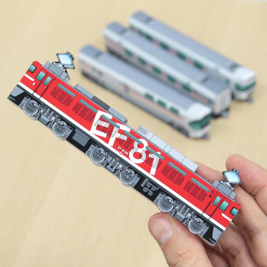 Электровоз EF81 95, модель из бумаги, музей на столе