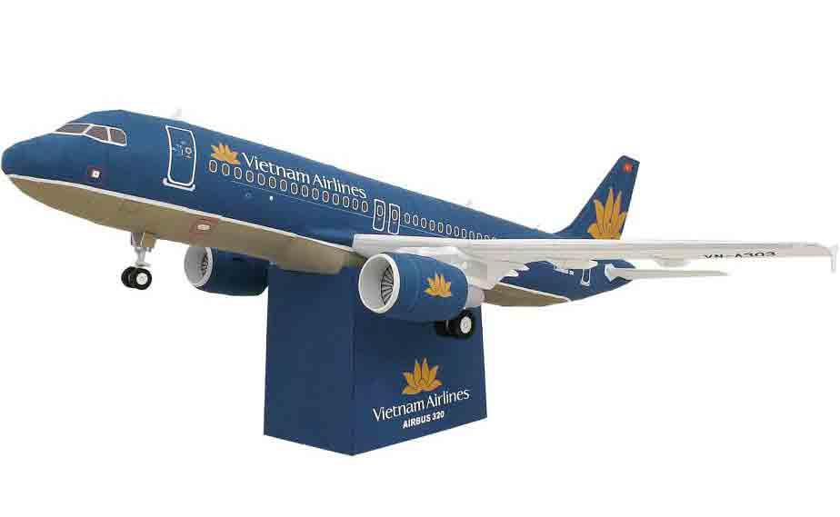 AIRBUS 320, самолет, модель из бумаги, музей на столе