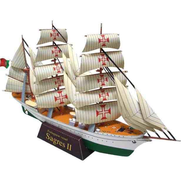 Парусник (Sagres 2), модель из бумаги, музей на столе